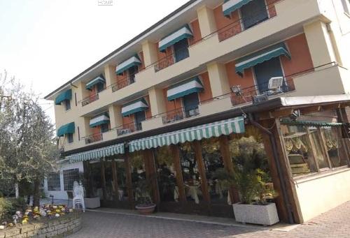 Hotel ITALIA   Garda